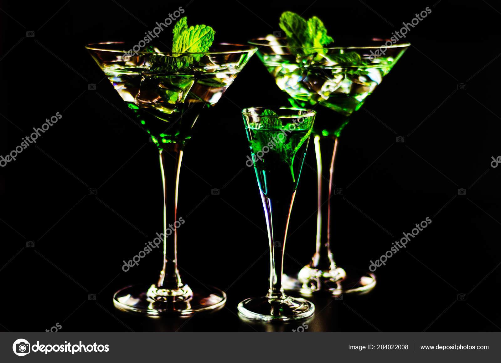 Третий прямой эфир - 14 декабря - Страница 19 Depositphotos_204022008-stock-photo-green-mint-liqueur-refreshing-drink