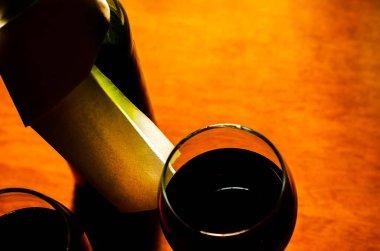 """Картина, постер, плакат, фотообои """"Красное вино в бокале, празднование момент с бокалом вина, изысканный ликер для гурманов, винзавод"""", артикул 204022520"""