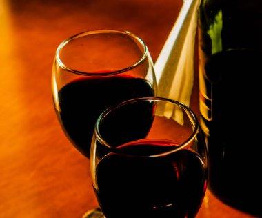 """Картина, постер, плакат, фотообои """"Красное вино в бокале, празднование момент с бокалом вина, изысканный ликер для гурманов, винзавод"""", артикул 204022572"""