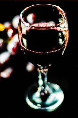 """Картина, постер, плакат, фотообои """"лить красное вино в бокале, празднование момент с бокалом вина, изысканный ликер для гурманов, винзавод"""", артикул 204188508"""