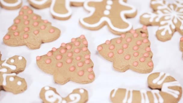 Decorer Des Biscuits Pain Epice Traditionnel Avec Glacage Royal Pour