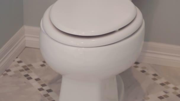 Moderní hlavní koupelna v luxusní dům