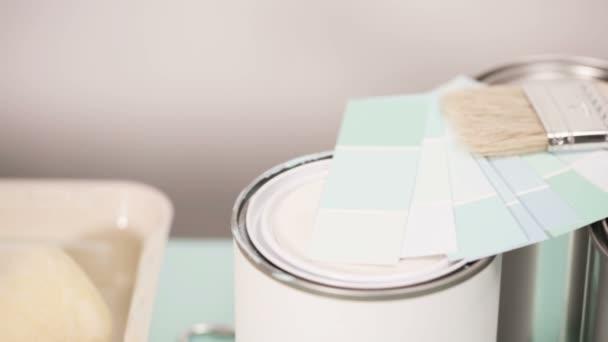 Fournitures bureau pour démarrer projet peinture maison