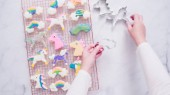 Soubory cookie jednorožec zdobené royal poleva sušení na sušák na prádlo