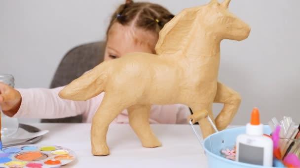 Adım Adım Küçük Kız Boyama Kağıt Mache Unicorn Mavi Boya Stok