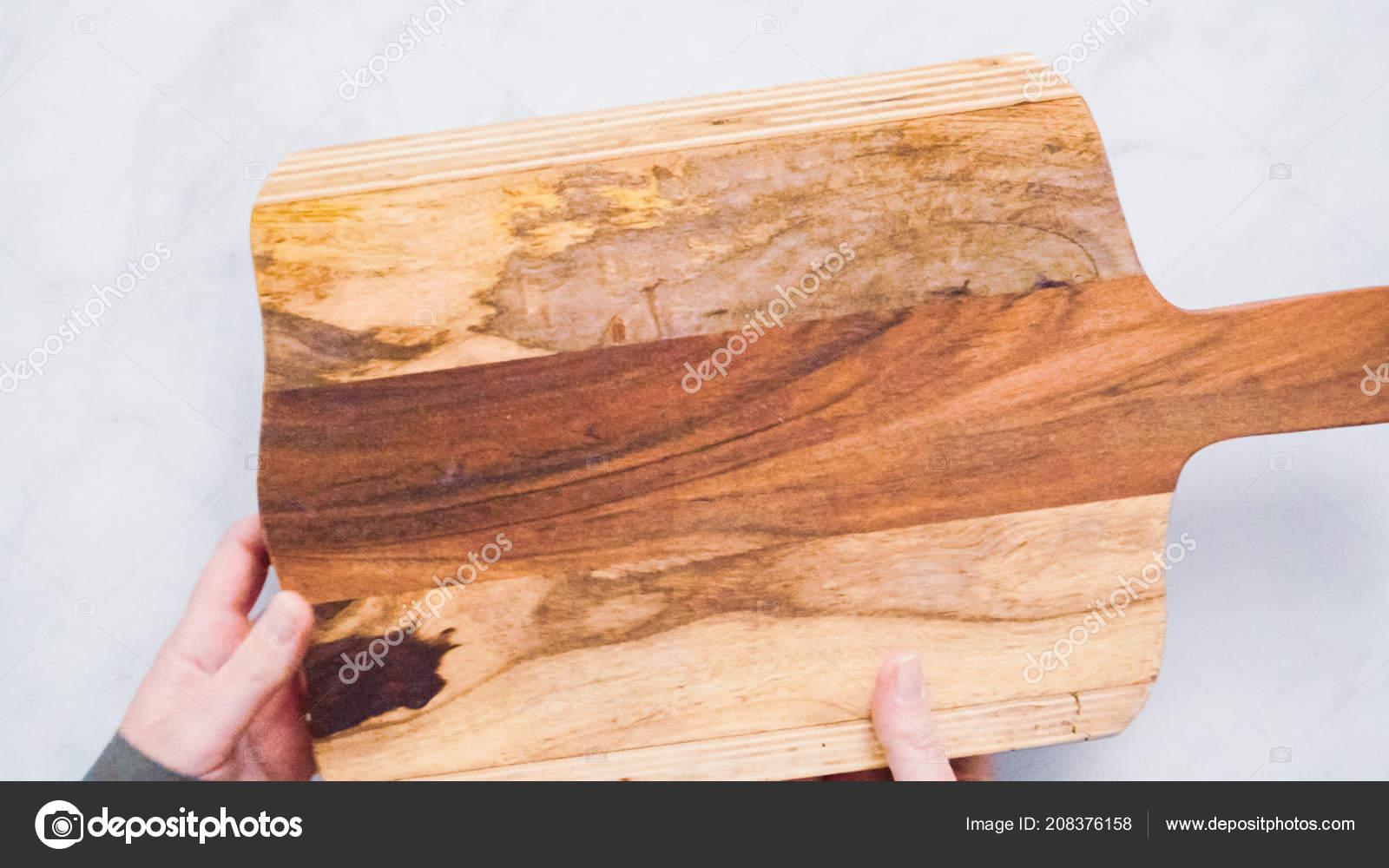Rustikale Holz Schneidebrett Auf Marmor Kuchenarbeitsplatte