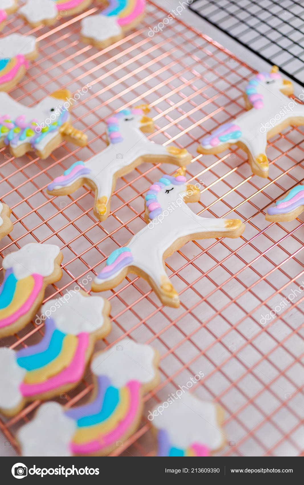 Decorer Des Biscuits Sucre Sur Theme Licorne Avec Glacage Royal
