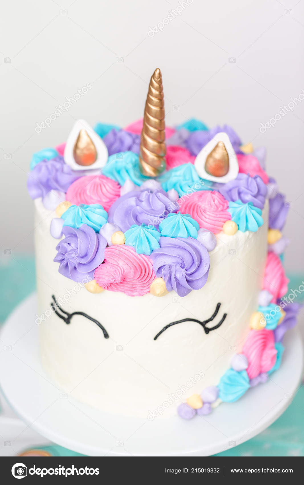 Amazing Picture A Unicorn Cake Close Unicorn Cake Little Girl Birthday Funny Birthday Cards Online Elaedamsfinfo