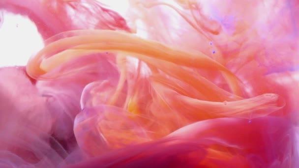 Abstraktní barvy inkoustu tekoucí vodou. Fialové, žluté a oranžové barvy inkoustu