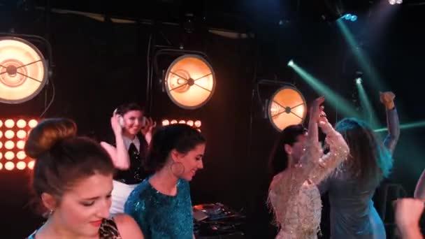 Club Party Tanz genießen die Party mit Konzert. Nacht-Club-DJ-Party-Leute genießen Musik Tanzsound.