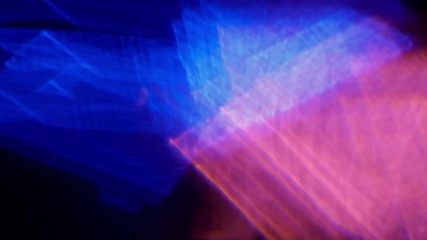 Rozmazané holografické barvy pozadí. Abstraktní psychedelický hypnotický pohyb. Tvar a barva vzoru se mění. Fialové a růžové barvy