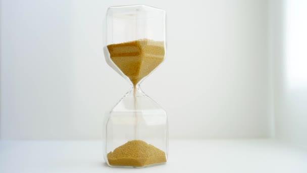 stilizált arany homokóra slowmotion