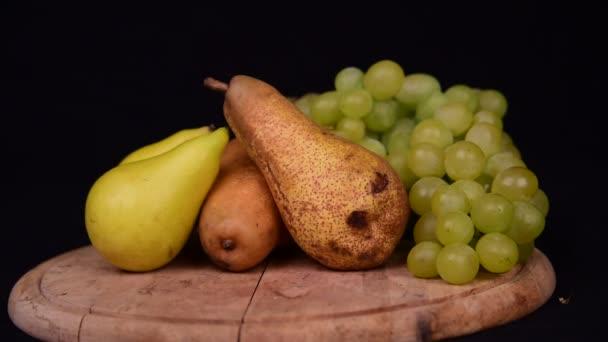 Sezónní ovoce zátiší v ateliéru v černé Pozadí