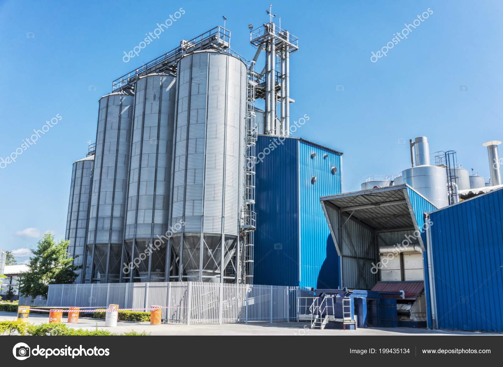 Getränke Fabrik Zylinder Bei Blauem Himmel — Stockfoto © SilvaPinto ...