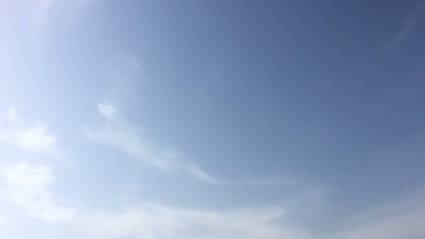 schöner blauer Himmel mit Wolken hintergrund.Himmel Wolken Himmel mit Wolken Wetter Natur Wolkenblau.Blauer Himmel mit Wolken und Sonne.
