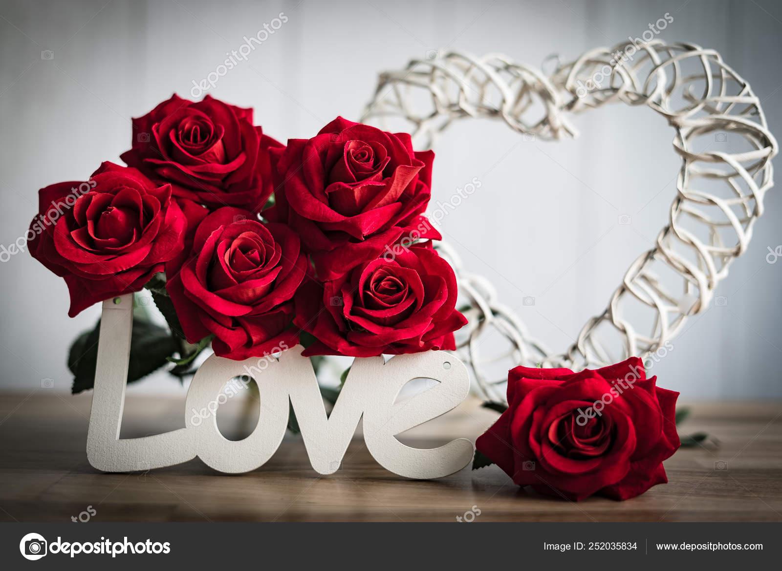 Belles Fleurs Avec Inscription Love Bois Concept Amour