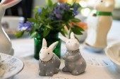 Fotografie Cute ceramic decorative rabbits on Easter dining table