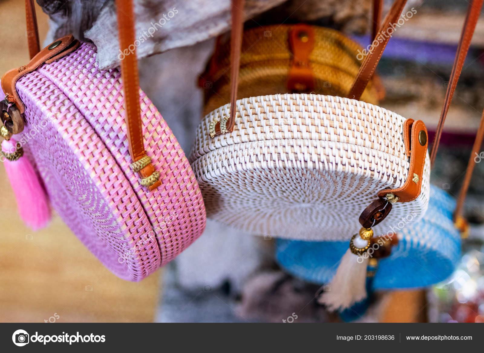782bfc7f457ef Closeup de bolsos con estilo rattan — Foto de stock © belart84 ...