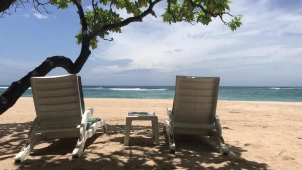 Lehátka na ostrově tropical beach Bali, Indonésie.