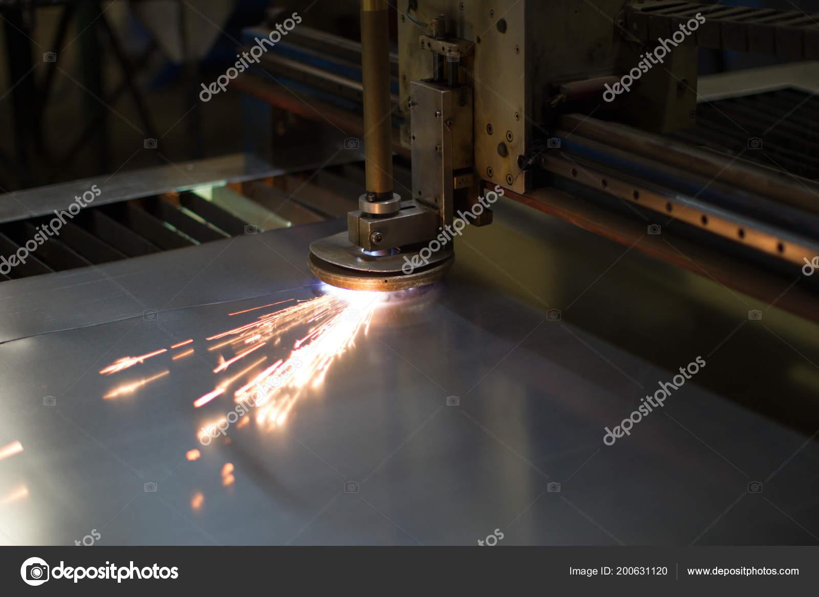 Plasma Schneiden Von Metall Schneiden Von Metall Funken Fliegen Vom