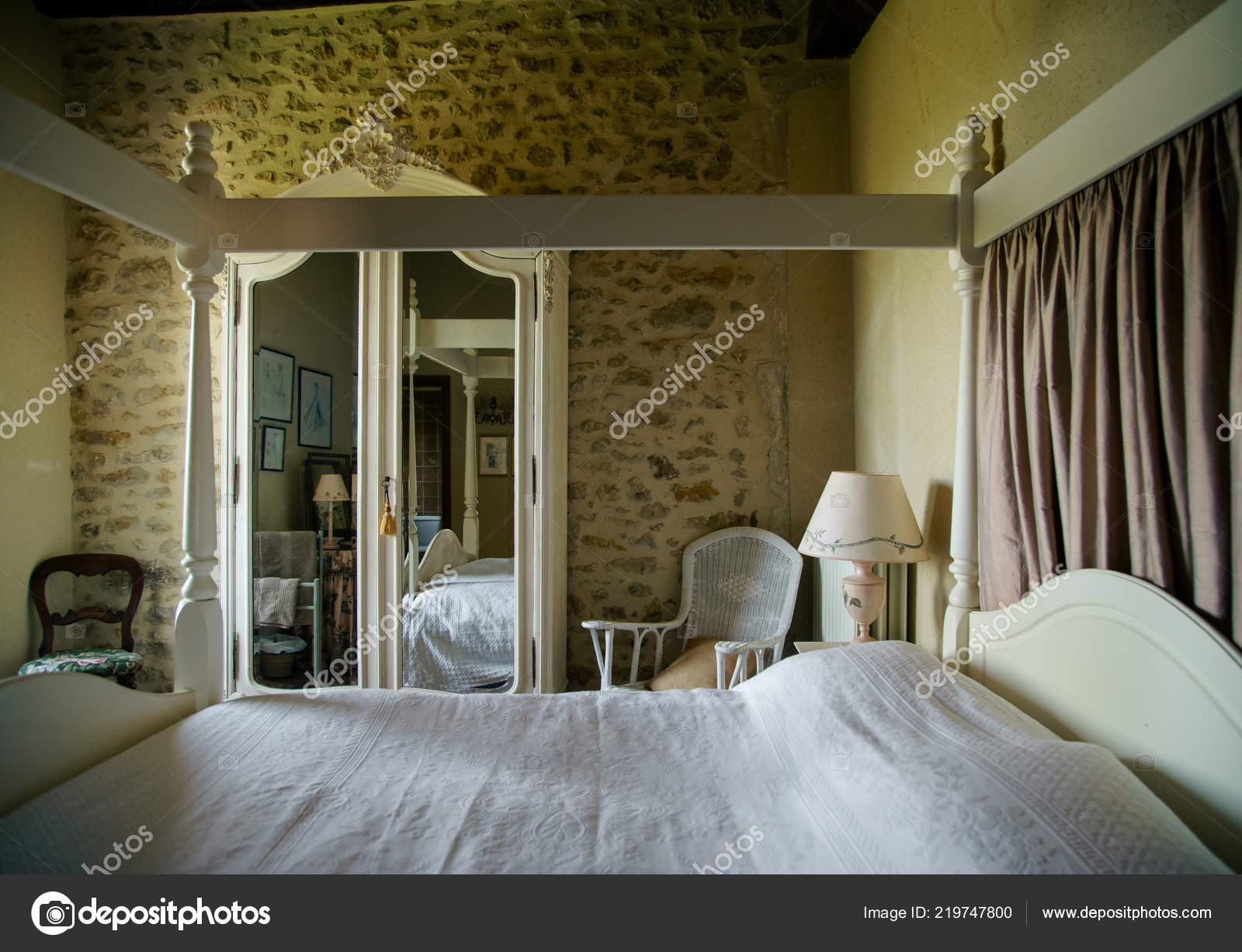 Vintage paris themed bedroom | Poitiers France August 2018 ...