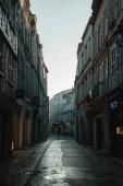 Fotografie Gebäude in französischen Straße von Morgensonne beleuchtet