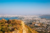 Fotografia Fateh Sagar Lake and Pichola Lake and old town from Monsoon Palace in Udaipur, India