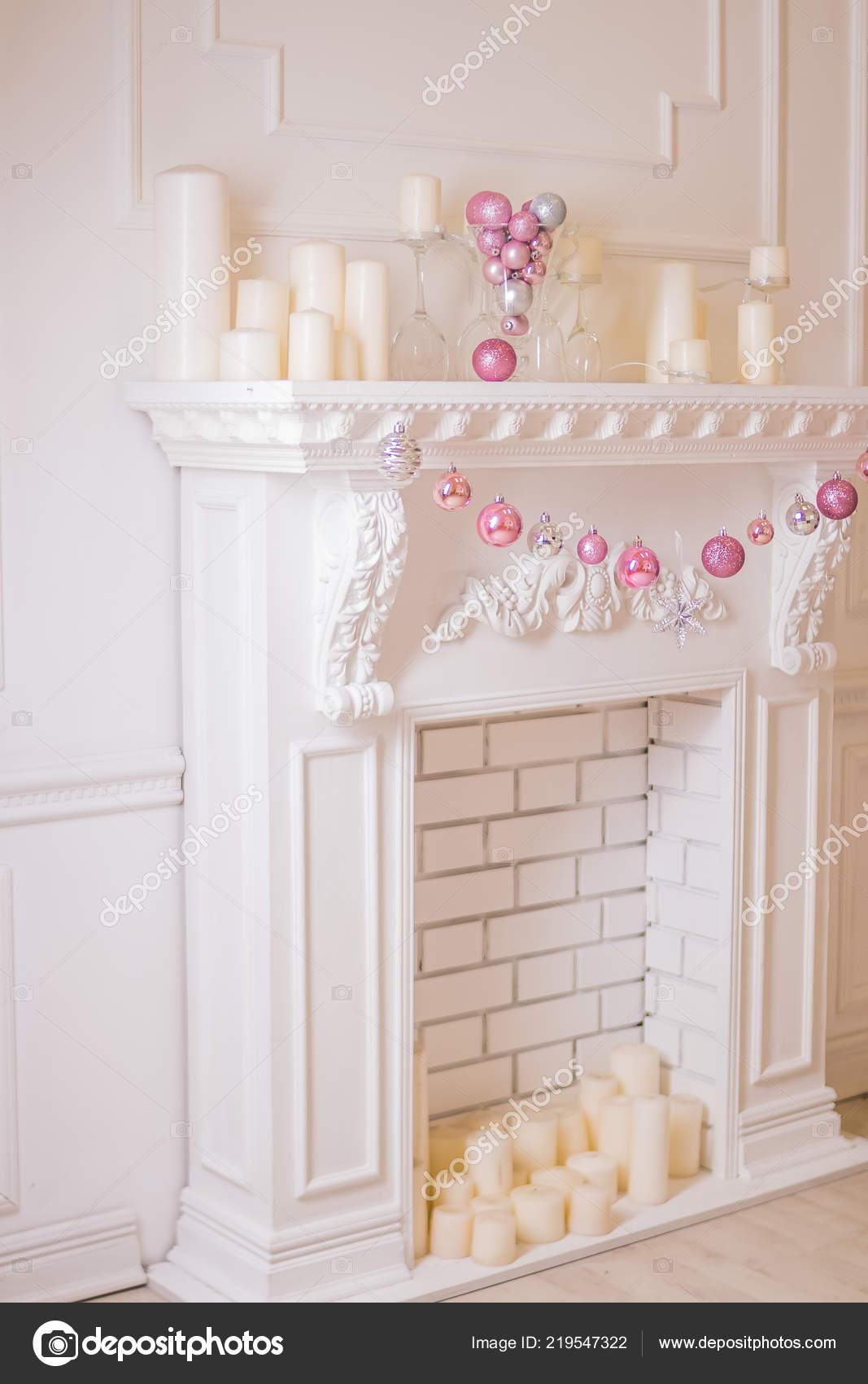 Belles vacances décoration chambre avec arbre de Noël, cheminée et ...