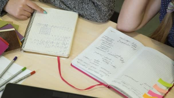 oktatási ismeretek humanista matematikát kezdett tanulni.
