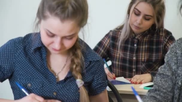 oktatás-tanulás iskolai osztálytársa súgó teszteléséhez