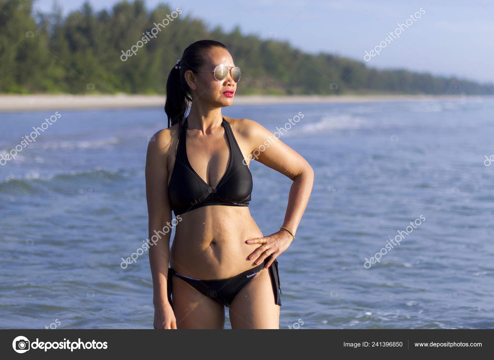 f2b3b8d1bfb Woman Shape Sexy Black Bikini Beach Ban Krut Beach Prachuap — Stock Photo