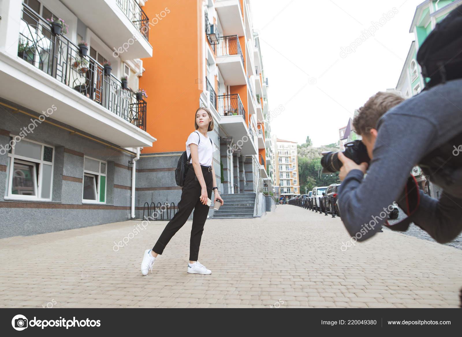 snimaet-devushek-na-ulitse-luchshie-sayti-intimnih-foto