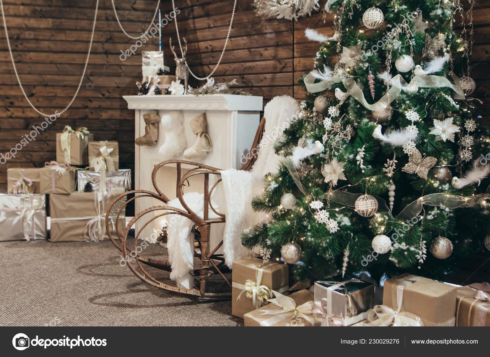 https://st4.depositphotos.com/11328482/23002/i/1600/depositphotos_230029276-stock-photo-decor-christmas-photo-zone-christmas.jpg