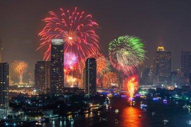 Loi Krathong Festivali Downtown Bangkok Chao p havai fişek