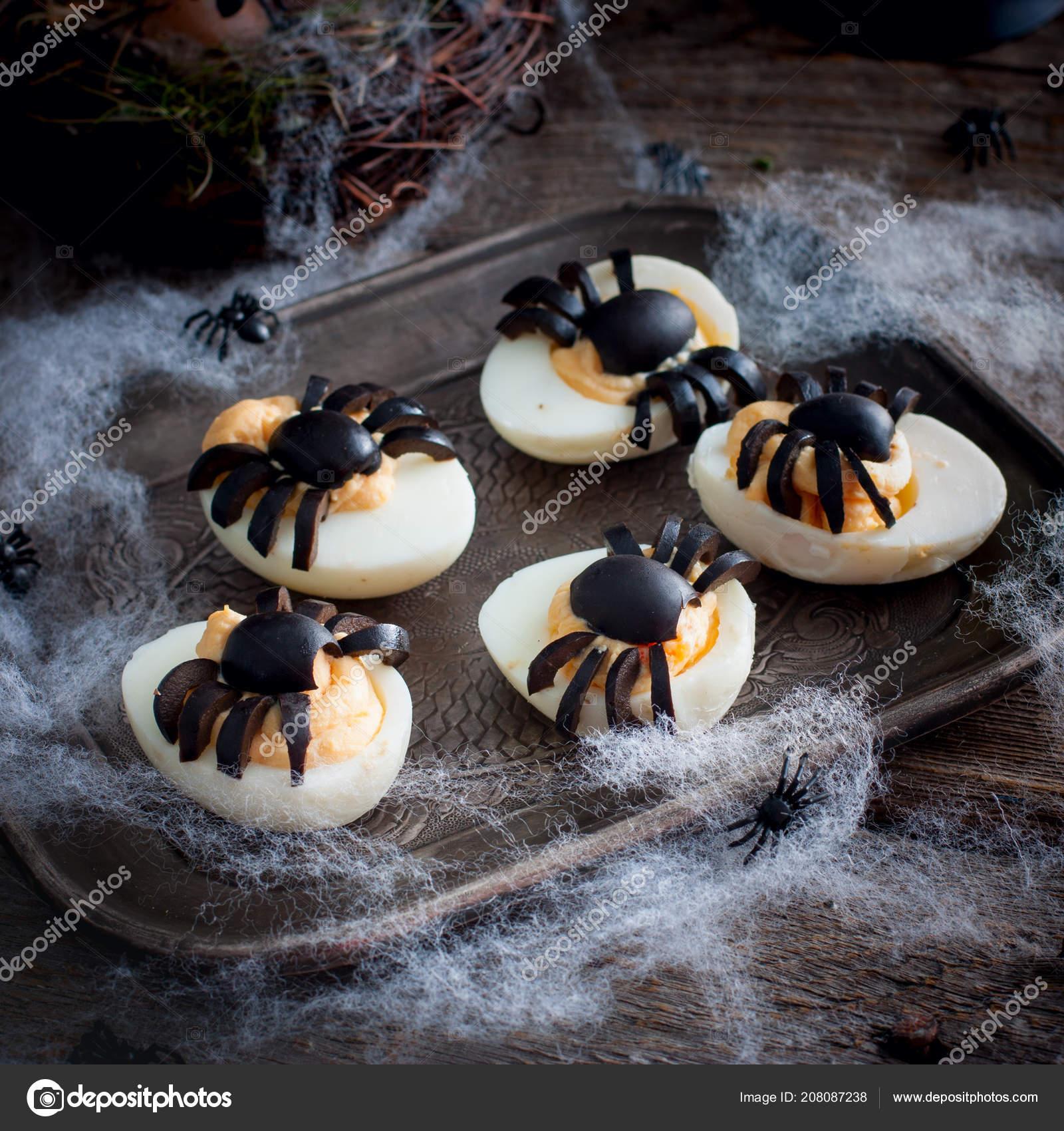 Décoré Avec Des Araignées Pour Les Oeufs Halloween Carré