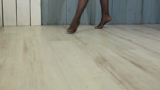 Sexy nohy krásné dívky v punčochách. Filmový pohled