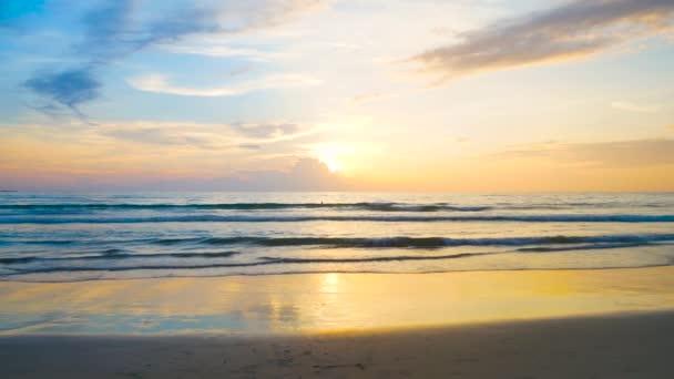 Nejkrásnější pláž-mořskou krajinu v Phuketu. Grafický klip UHD 4k