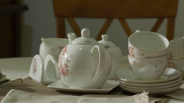 Starožitný porcelán bílá čajová sada na stůl