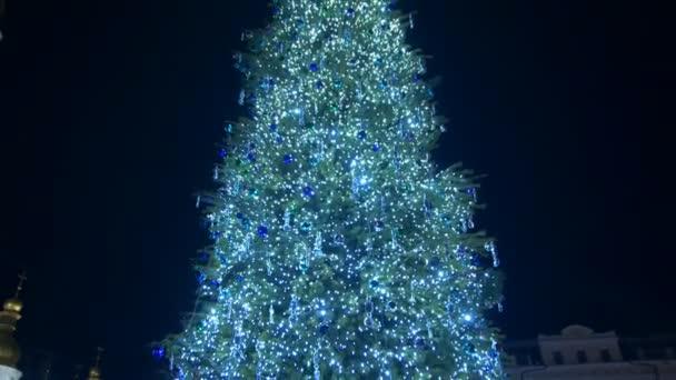Vánoční stromeček, věnce na Staroměstském náměstí