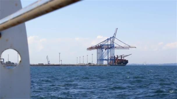 Rakodási port teherhajó