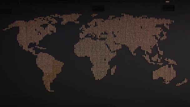 Mapa světa na stěně