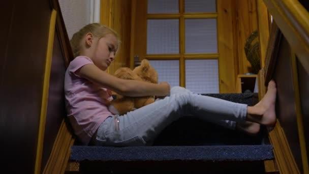 kislány és a mackó