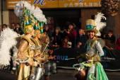 Santa Cruz De Tenerife, Španělsko - 09 února 2018: Drum skupina na otevření přehlídka v karnevalu v Santa Cruz de Tenerife