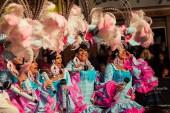 Santa Cruz De Tenerife, Španělsko - 09 února 2018: karneval účastníci muži nosí dámské šaty s fu