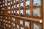 Knihovna a archiv referenční lístkový katalog. Databáze, znalostní báze, koncept