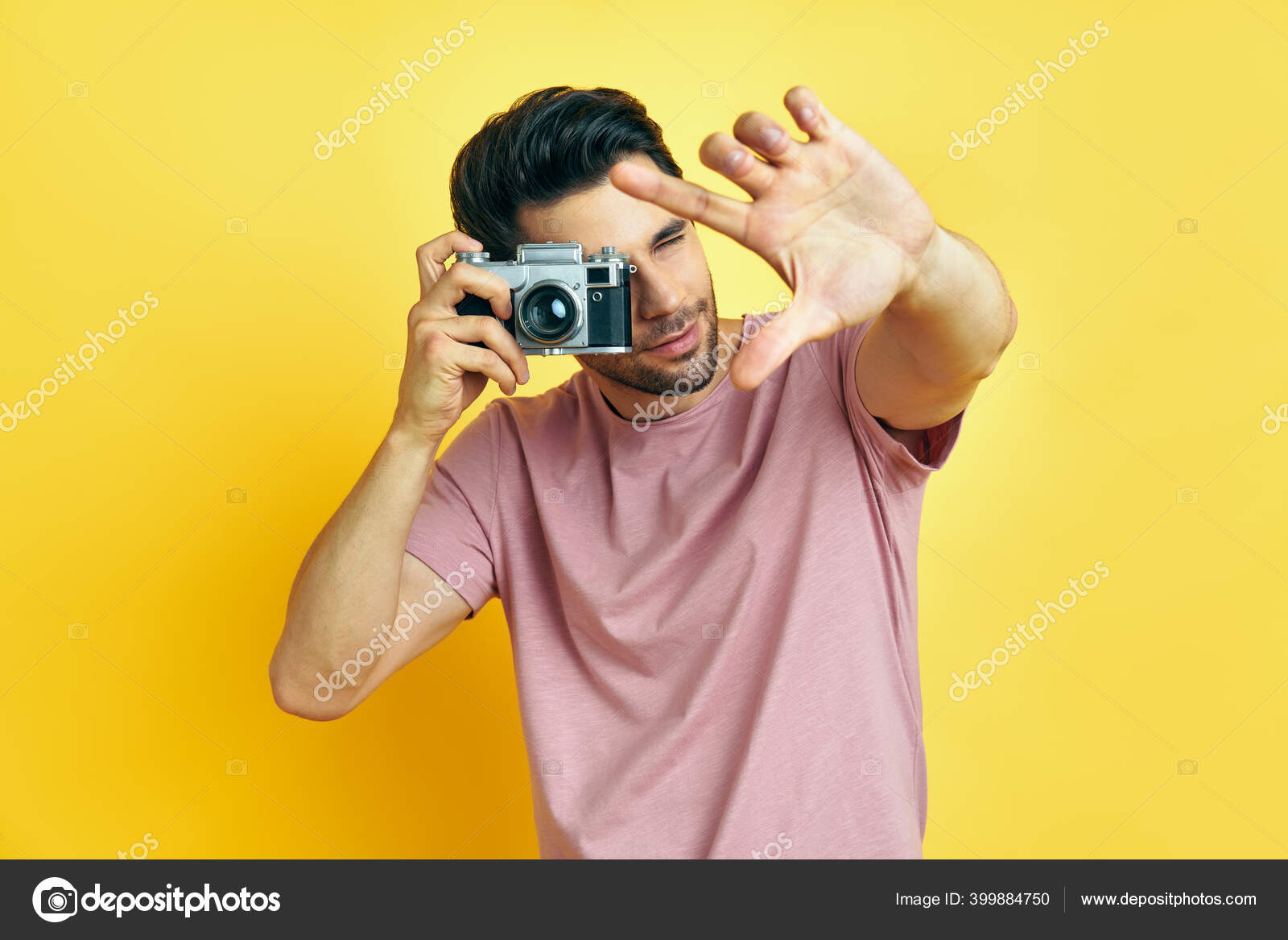 Фотографирует с щелчком
