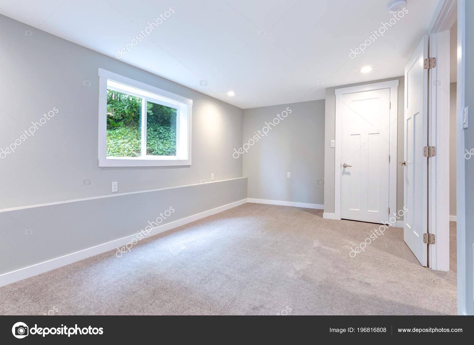 Interieur Gris Chambre Avec Placard Integre Revetement Sol