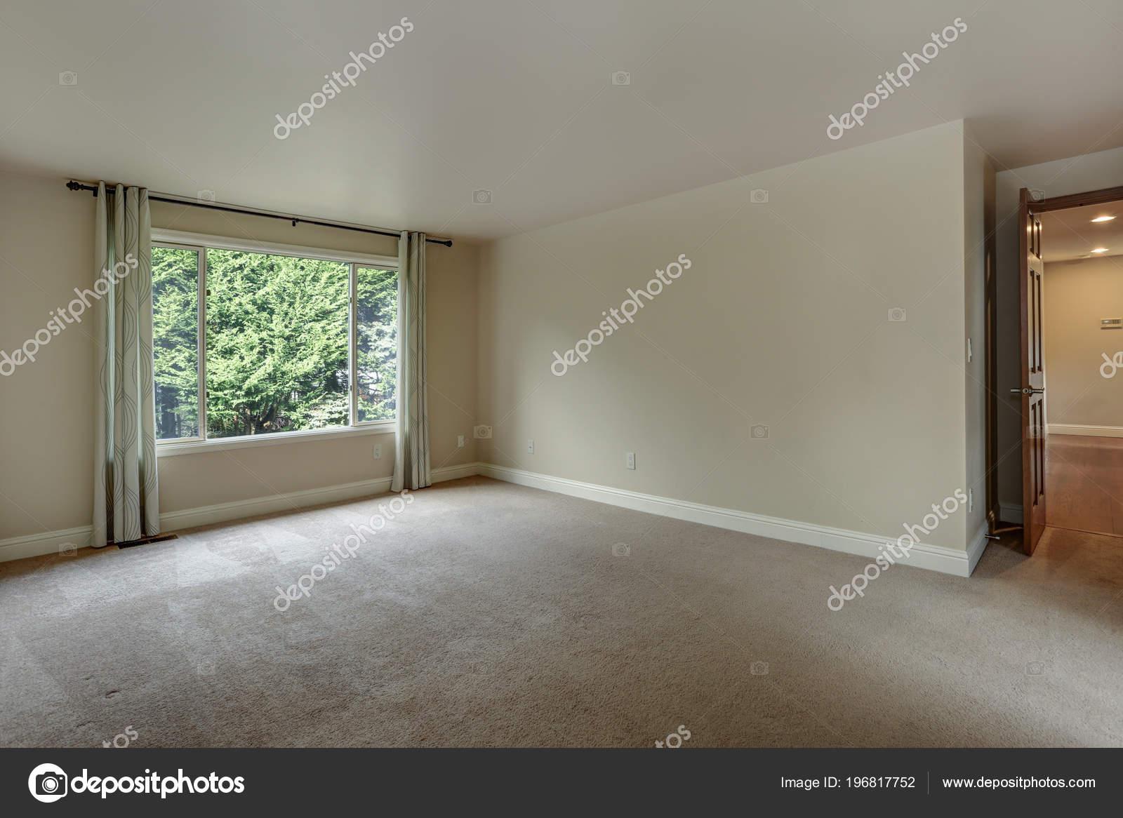 Leere Schlafzimmer Von Einem Luxus Haus Mit Teppichboden ...