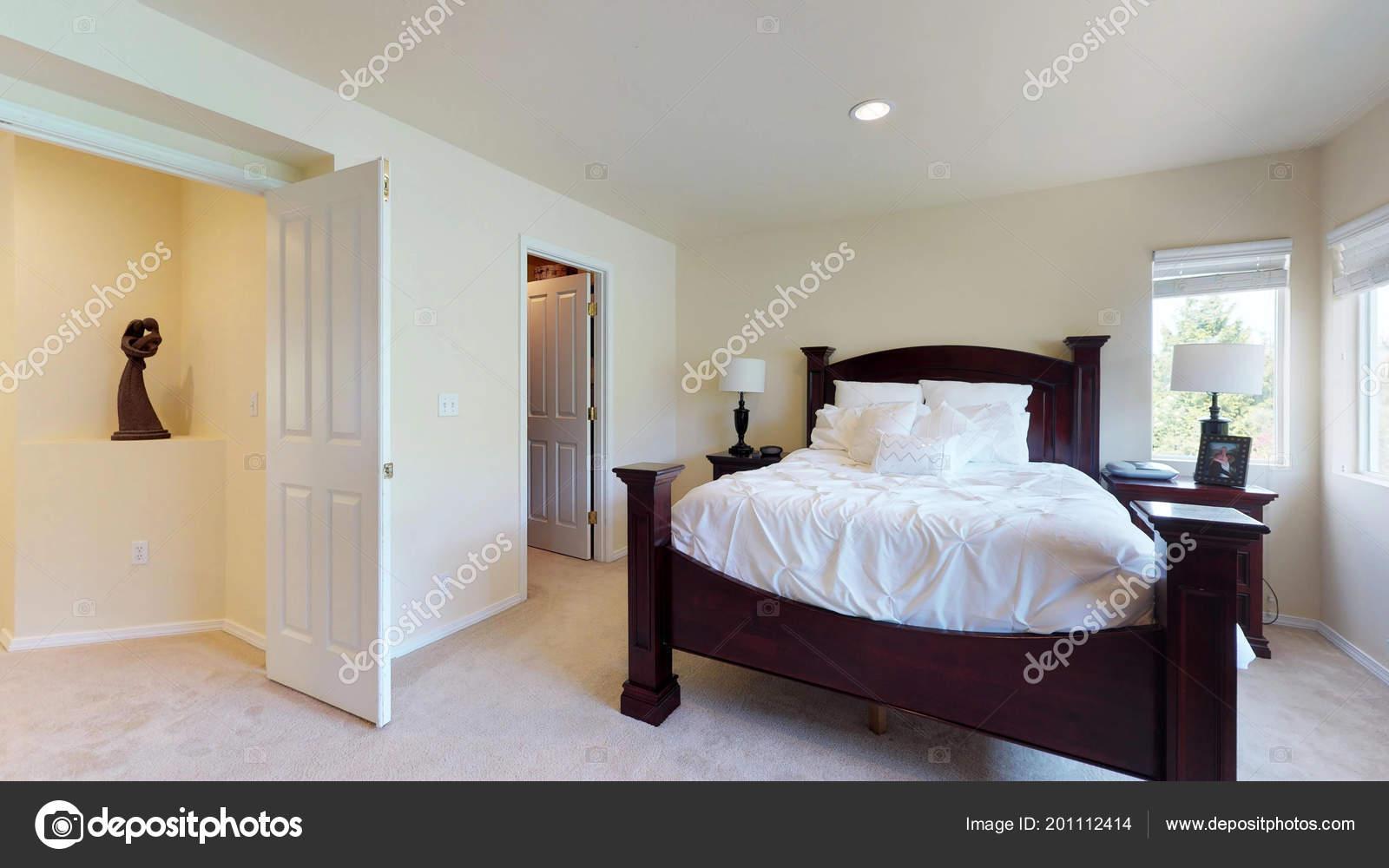 Intérieur Élégant Chambre Coucher Avec Lit King Sizeu2013 Images De Stock  Libres De Droits