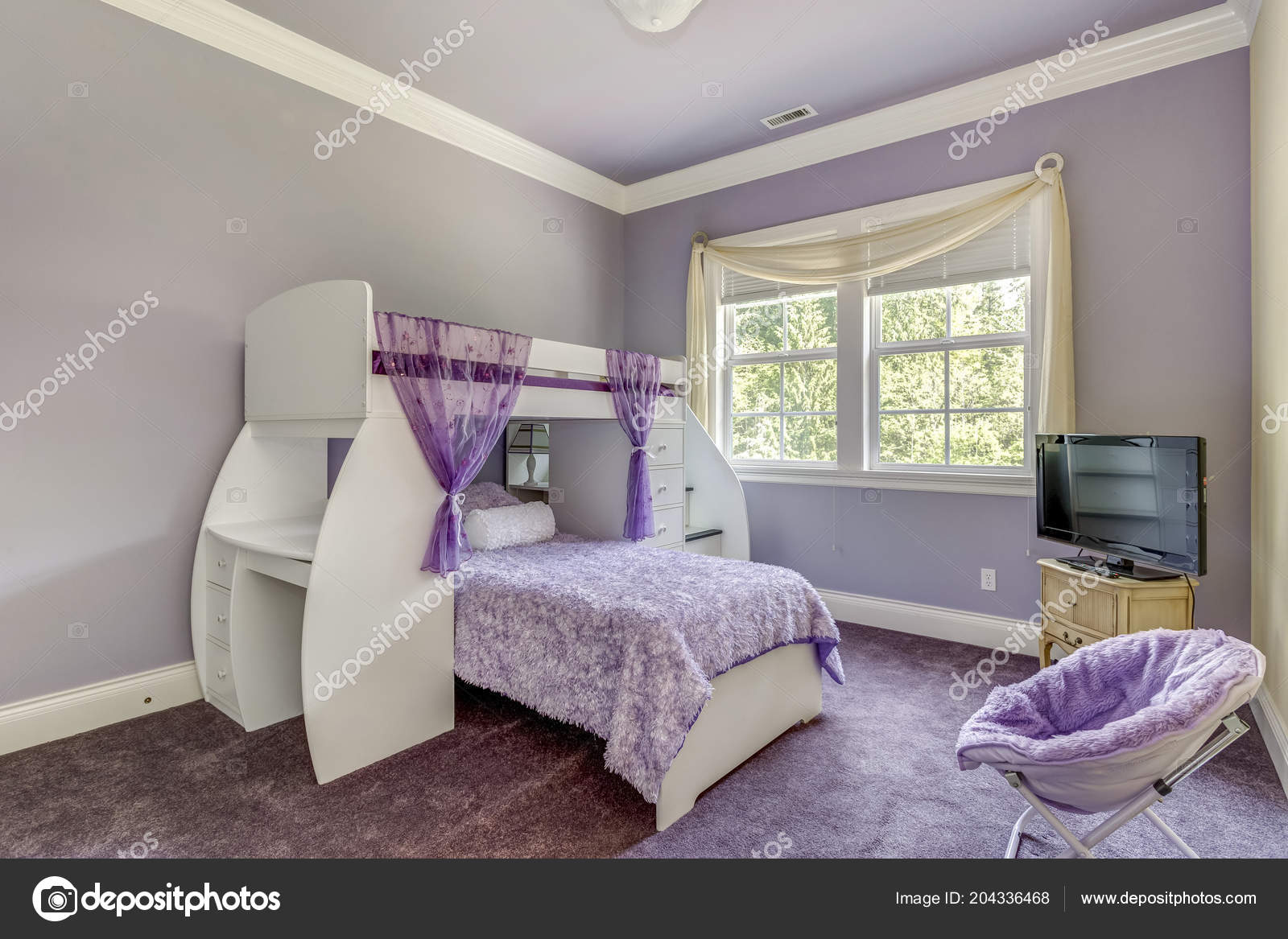 Letto A Castello Lilla.Lovely Girls Room Lilac Tones Bunk Bed Stock Photo C Alabn